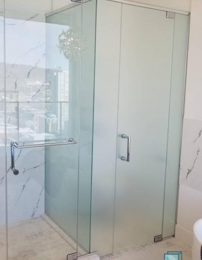 Douche/Toilette Façade à Linteau - Outremont
